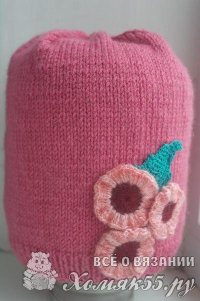 Вязаная шапка спицами на весну