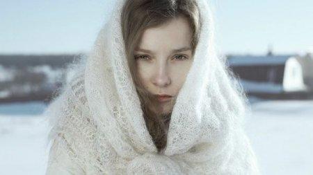 Белая пуховая шаль: вязание и уход