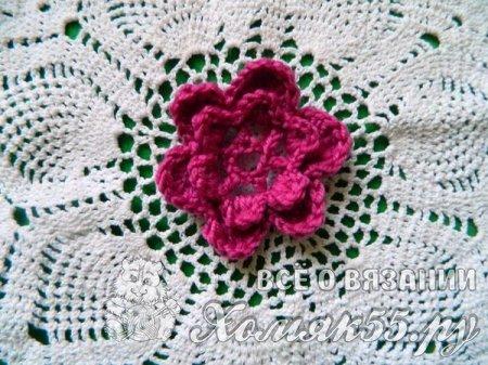 Объемный цветок крючком